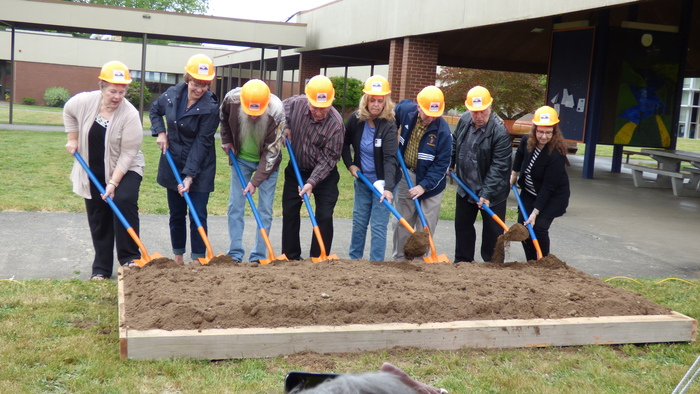RHS retirees break ground on RHS expansion project - May 2018