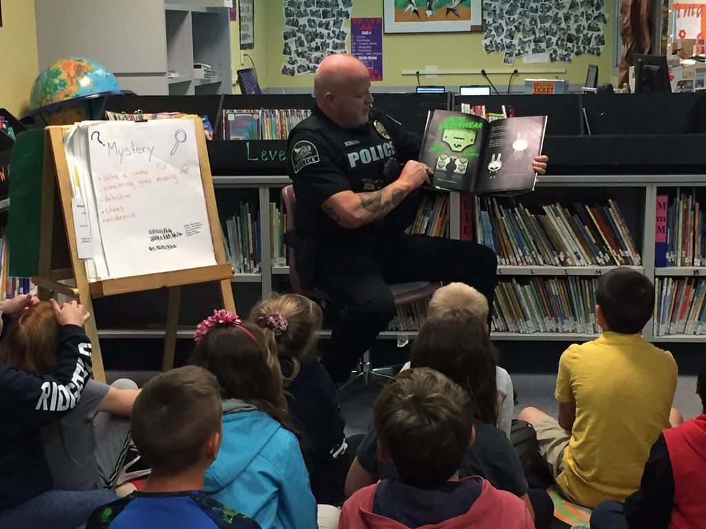 Officer Jason Ferriss reads to Mr. Fransen's fourth grade class.