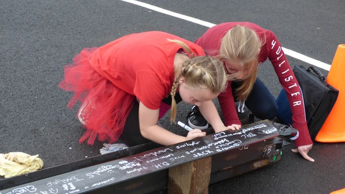 7th graders sign steel beam